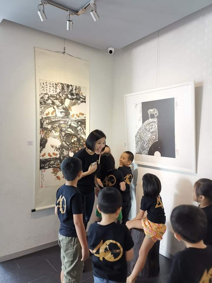 Guided tour by Ms Goh-1
