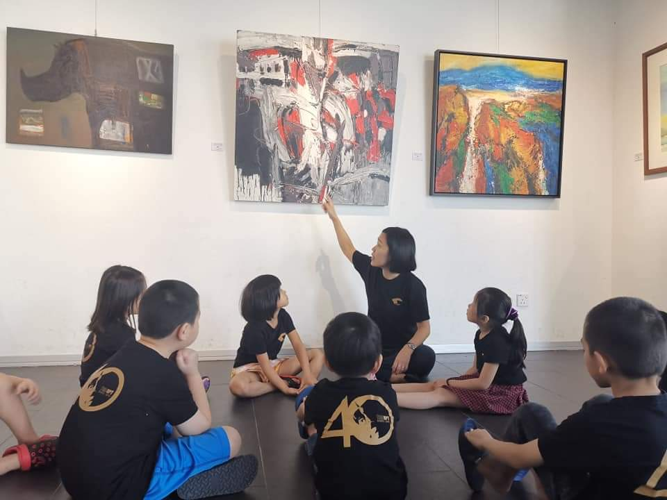 Guided tour by Ms Goh-2